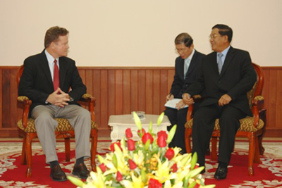 hi__nh_ii__jim_webb_and_pm_hun_sen
