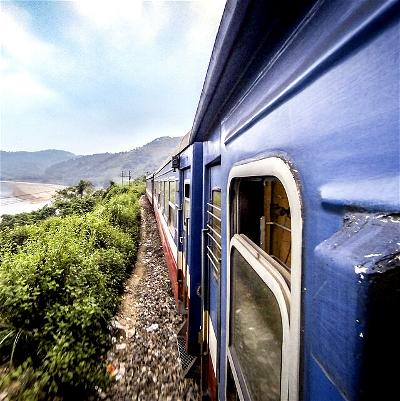 Overnight-train-in-Vietnam